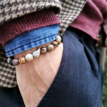 Bracciale legno fossile indossato